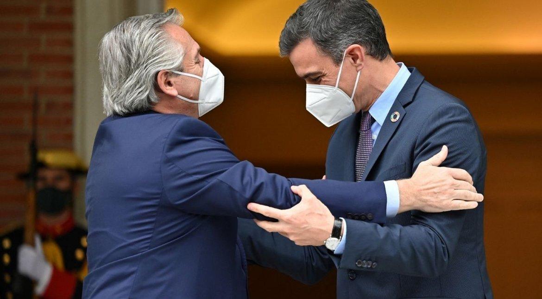contando-plata-frente-a-los-pobres:-el-descargo-de-pedro-sanchez-que-incomodo-a-la-comitiva-argentina