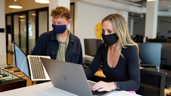 """google-workspace-apunta-al-trabajo-hibrido:-lanzan-""""espacios""""-para-competir-con-slack-y-teams"""