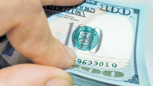 en-la-previa-electoral,-el-dolar-blue-se-mantiene-en-sus-valores-pico-del-ano