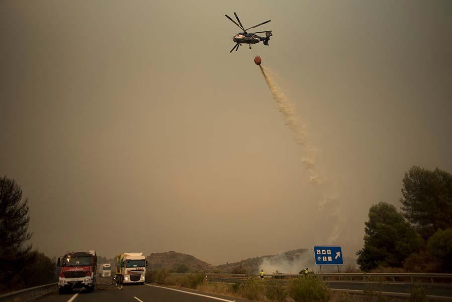 casi-un-millar-de-personas-evacuadas-por-el-incendio-forestal-en-el-sur-de-espana