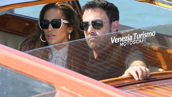 jennifer-lopez-y-ben-affleck-llegaron-y-conmocionaron-a-venecia