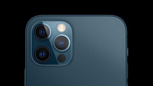 apple-advierte-que-usar-el-iphone-en-una-moto-puede-danar-la-camara-para-siempre