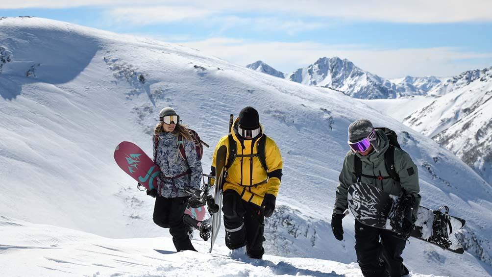 jugarse-la-vida-en-la-montana:-la-travesia-de-profesionales-de-la-nieve