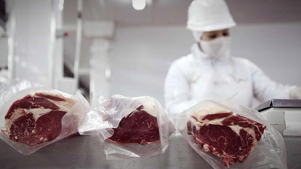 dos-frigorificos-intentaron-exportar-cortes-de-carne-no-permitidos-y-aduana-se-los-impidio