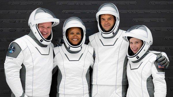 spacex:-quienes-son-los-cuatro-tripulantes-de-la-primera-mision-de-turismo-espacial-100%-civil