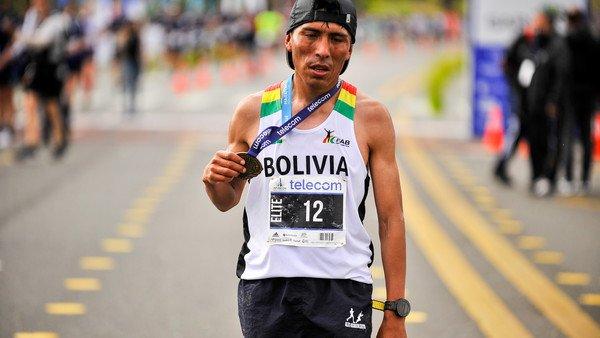 los-secretos-de-hector-garibay,-el-ganador-del-maraton-de-buenos-aires:-correr-en-la-altura-y-dinero-prestado-para-viajar-a-ultimo-momento