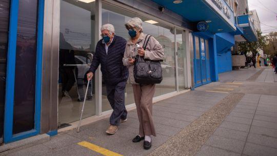 auh,-aue,-programa-hogar,-becas-progresar-y-jubilaciones-anses:-quienes-cobran-hoy-12-de-octubre