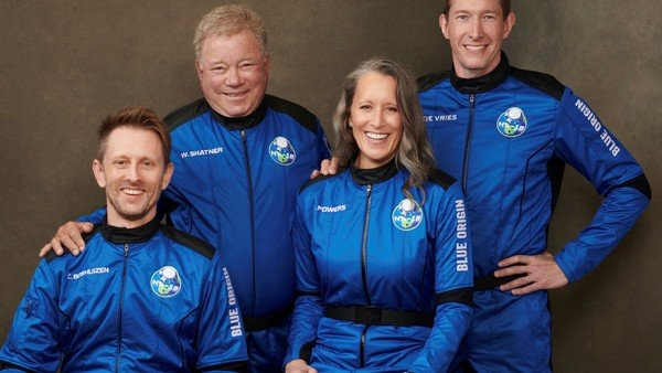 william-shatner,-el-capitan-kirk-de-star-trek,-viajo-al-espacio-en-un-vuelo-de-blue-origin